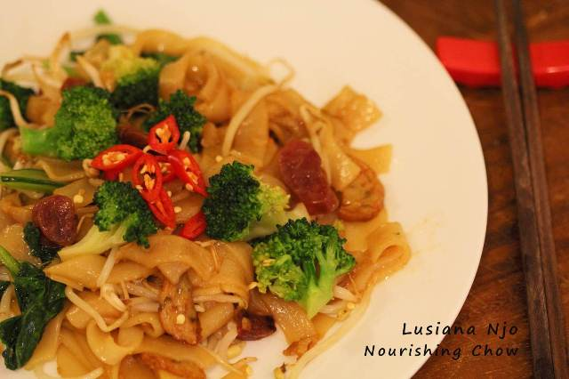 Stir fried rice noodle, char kway teow (Chinese Indo Style)