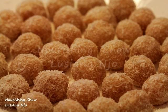 Getuk balls - cassava and coconut balls