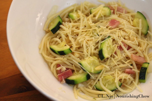 Sautéed spaghetti with zucchini, pine nuts and bacon