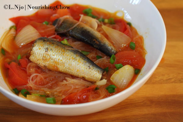 Sardine with tomato, onion and mung bean vermicelli