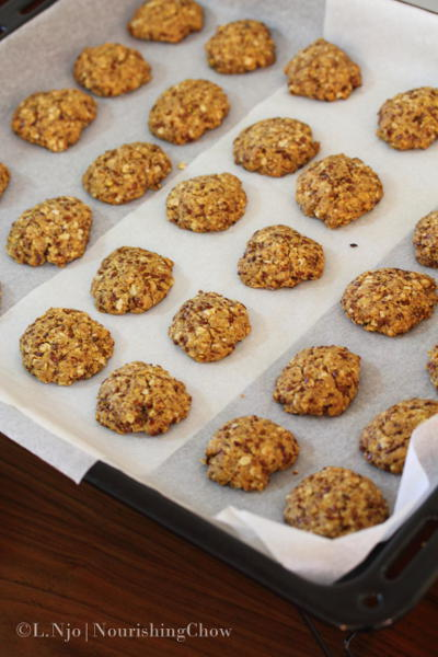 Flaxseed and oatmeal drop cookies