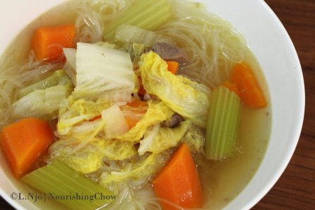 thin rice noodle, pork and vegetable soup