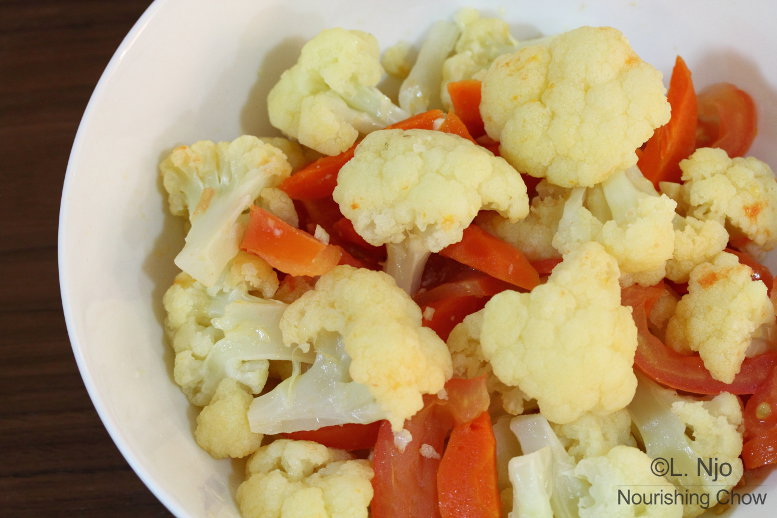 Cauliflower, tomato and carrot stir fry